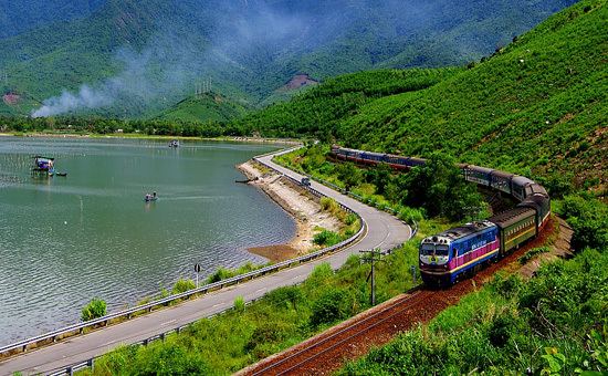 Taking a train from Hanoi to Lao Cai